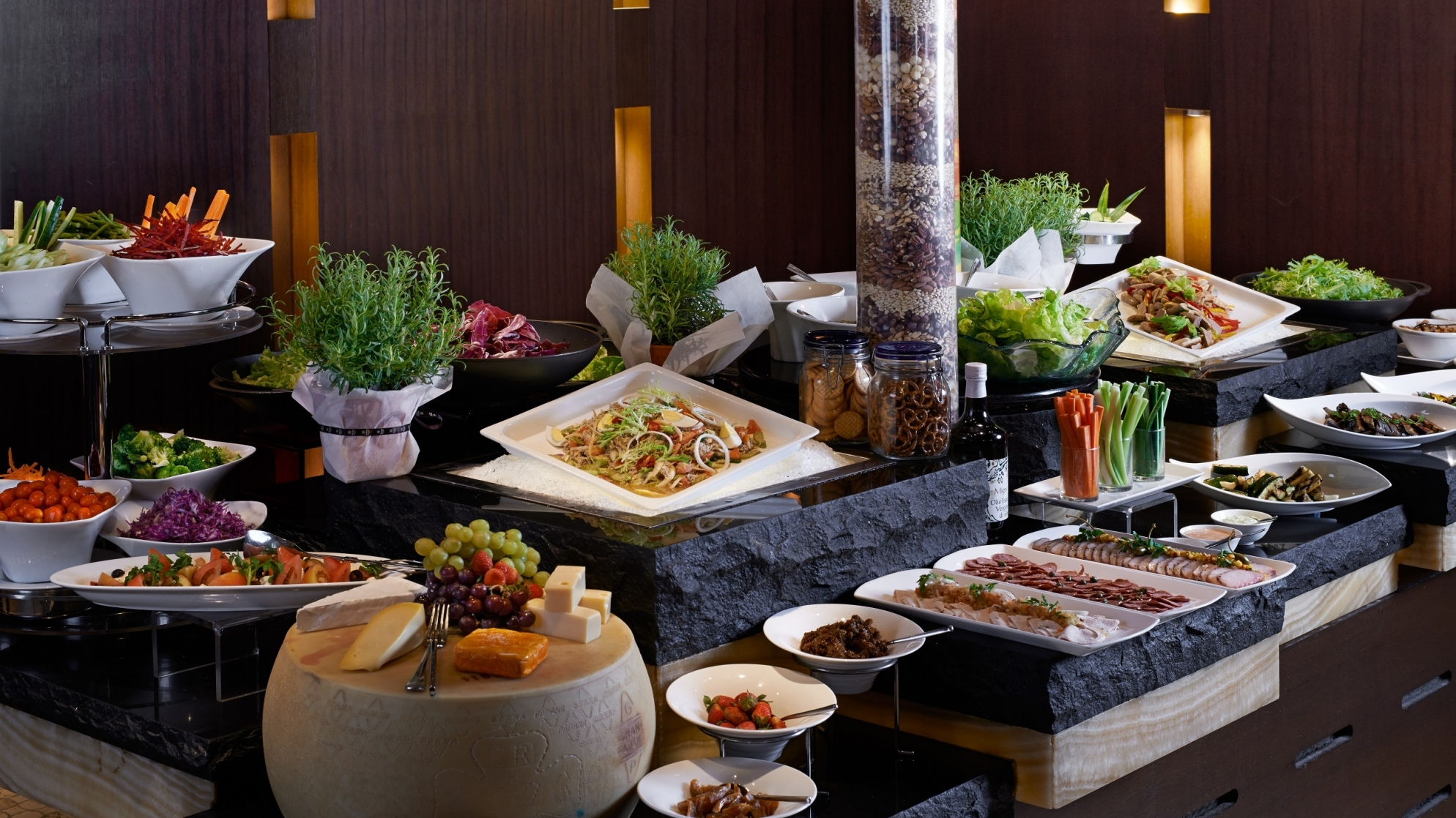 LIVE EXPERIENCE ESSENCE INTERNATIONAL BUFFET